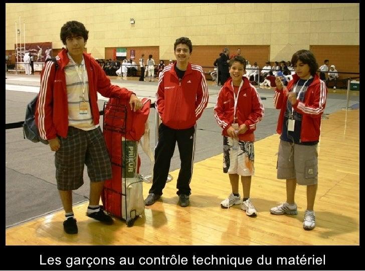Les garçons au contrôle technique du matériel