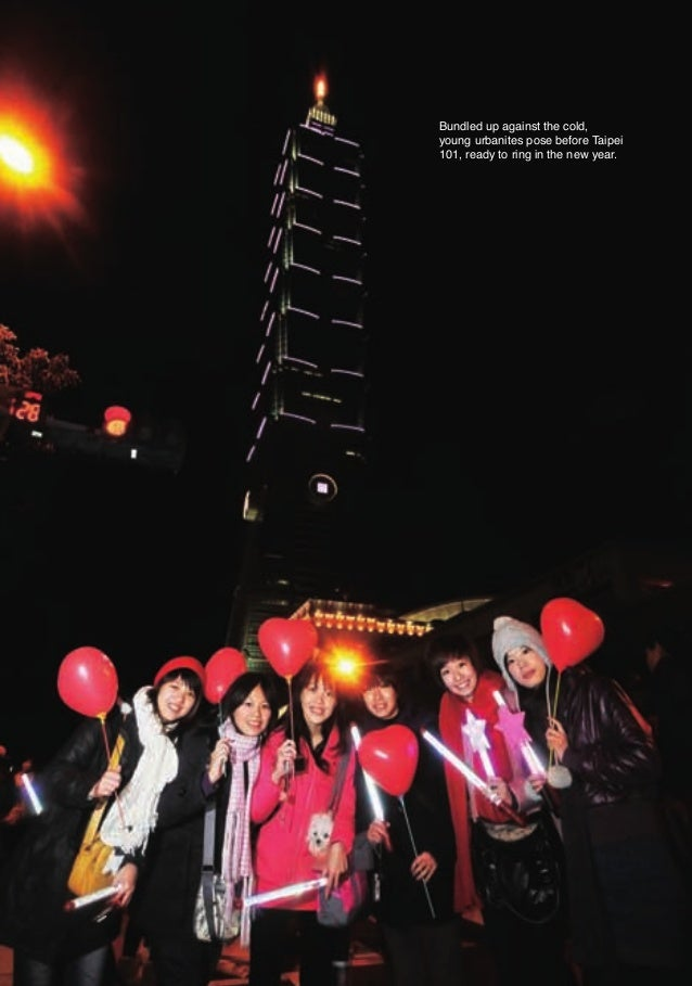 Bundled up against the cold,                          young urbanites pose before Taipei                          101, rea...