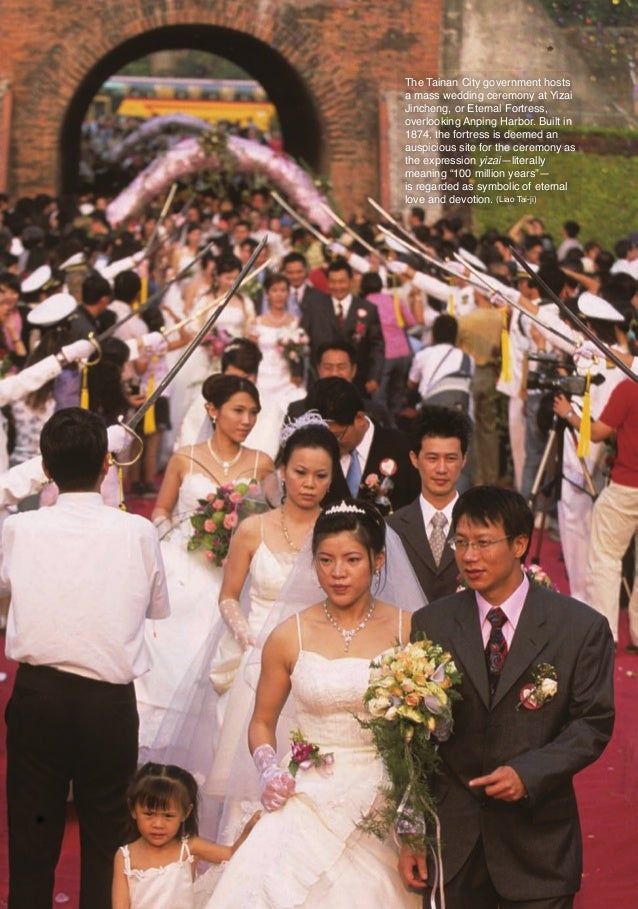 The Tainan City government hosts                         a mass wedding ceremony at Yizai                         Jincheng...