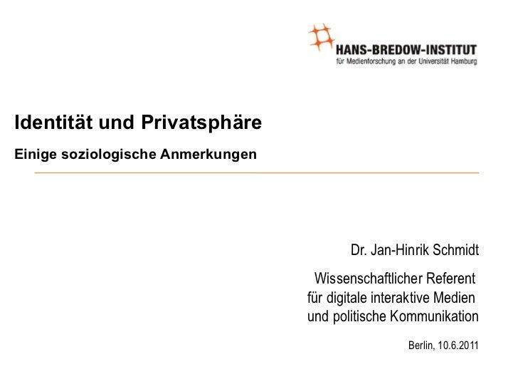 Identität und Privatsphäre Einige soziologische Anmerkungen <ul><ul><li>Dr. Jan-Hinrik Schmidt </li></ul></ul><ul><ul><li>...