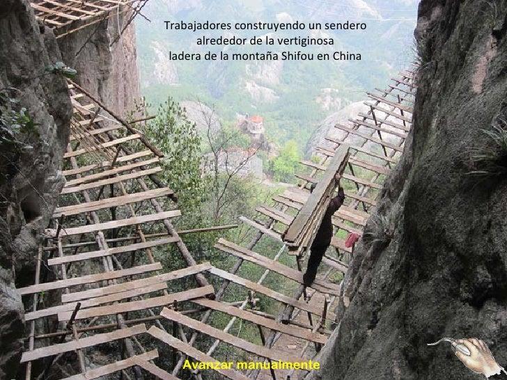 Trabajadores construyendo un sendero      alrededor de la vertiginosa ladera de la montaña Shifou en China   Avanzar manua...