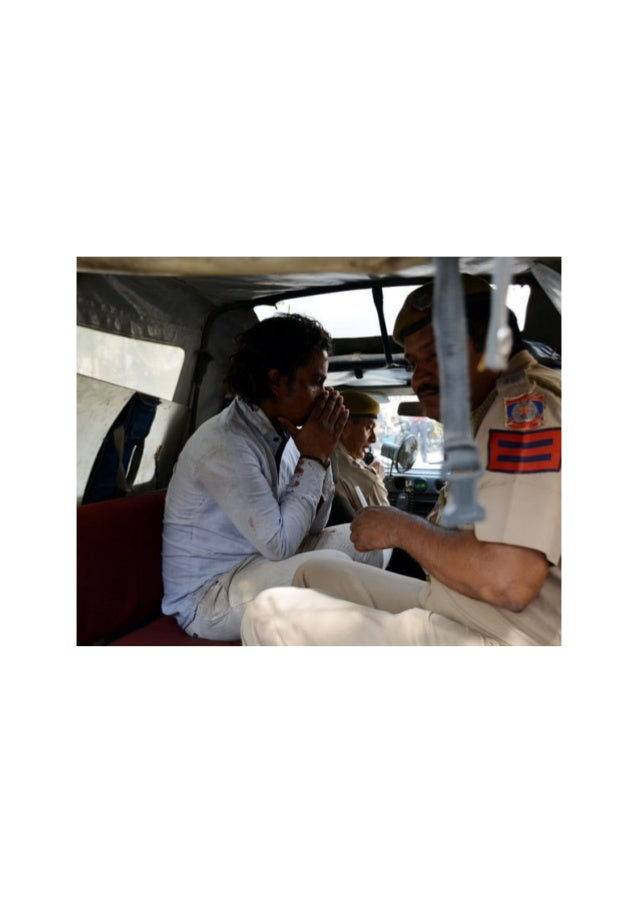 इस शख्स ने मारा केजरीवाल को घूंसा, तस्वीरों में I Young Boy Attack On Arvind Kejriwal In Delhi