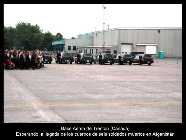 Base Aérea de Trenton (Canadá) Esperando la llegada de los cuerpos de seis soldados muertos en Afganistán