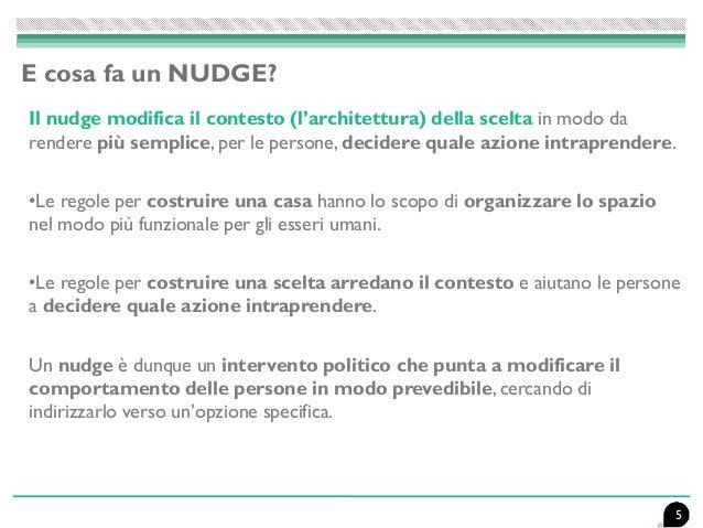 Il nudge modifica il contesto (l'architettura) della scelta in modo da rendere più semplice, per le persone, decidere qual...