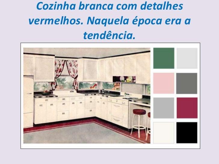 Cozinha branca com detalhesvermelhos. Naquela época era a          tendência.
