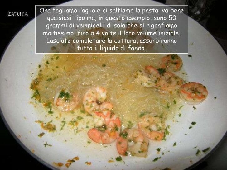 Ora togliamo l'aglio e ci saltiamo la pasta: va bene  qualsiasi tipo ma, in questo esempio, sono 50  grammi di vermicelli ...