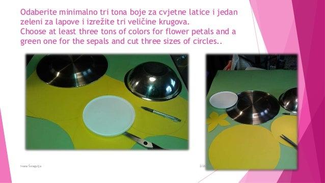 Odaberite minimalno tri tona boje za cvjetne latice i jedan zeleni za lapove i izrežite tri veličine krugova. Choose at le...