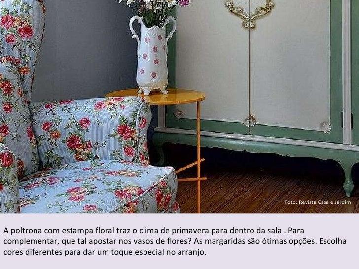 Foto: Revista Casa e Jardim A poltrona com estampa floral traz o clima de primavera para dentro da sala . Para complementa...