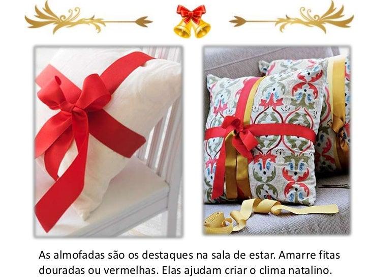As almofadas são os destaques na sala de estar. Amarre fitasdouradas ou vermelhas. Elas ajudam criar o clima natalino.