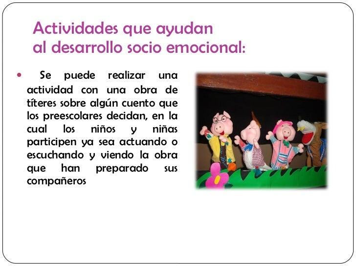 Actividades que ayudan  al desarrollo socio emocional: <ul><li>Se puede realizar una actividad con una obra de títeres sob...