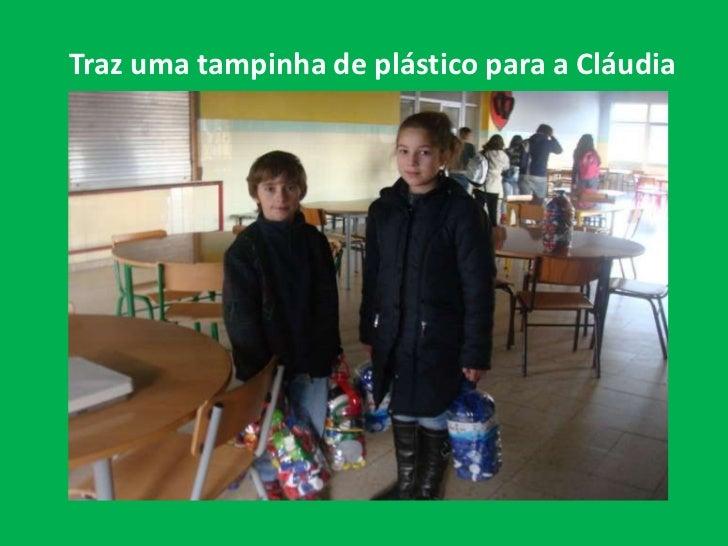 Traz uma tampinha de plástico para a Cláudia