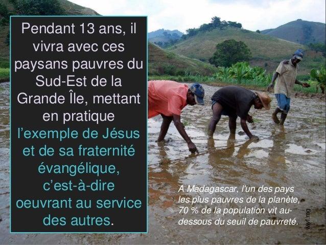 Pendant 13 ans, il vivra avec ces paysans pauvres du Sud-Est de la Grande Île, mettant en pratique l'exemple de Jésus et d...