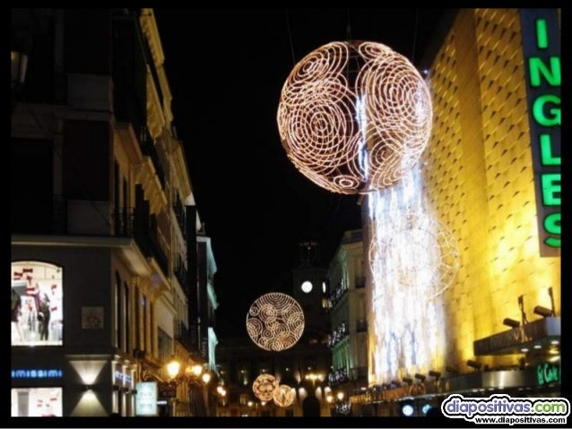 """la mas emblemática y querida de nuestras plazas  """"la de Sol""""   nuestro árbol este año engalanado con las bolas de la adm..."""