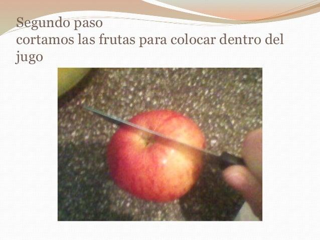 Segundo paso cortamos las frutas para colocar dentro del jugo