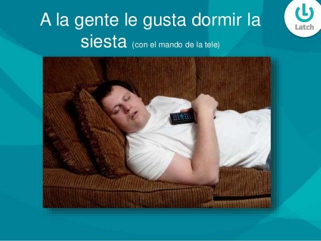 A la gente le gusta dormir la siesta (con el mando de la tele)