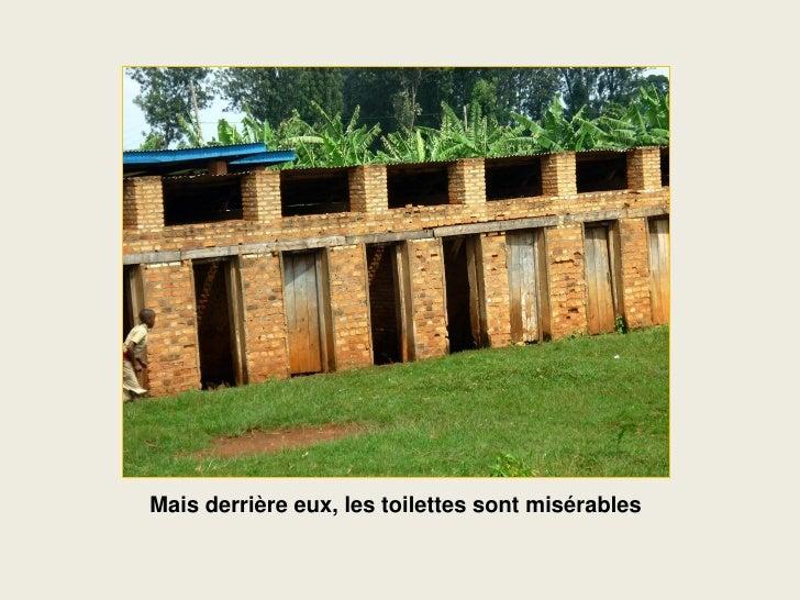 Mais derrière eux, les toilettes sont misérables