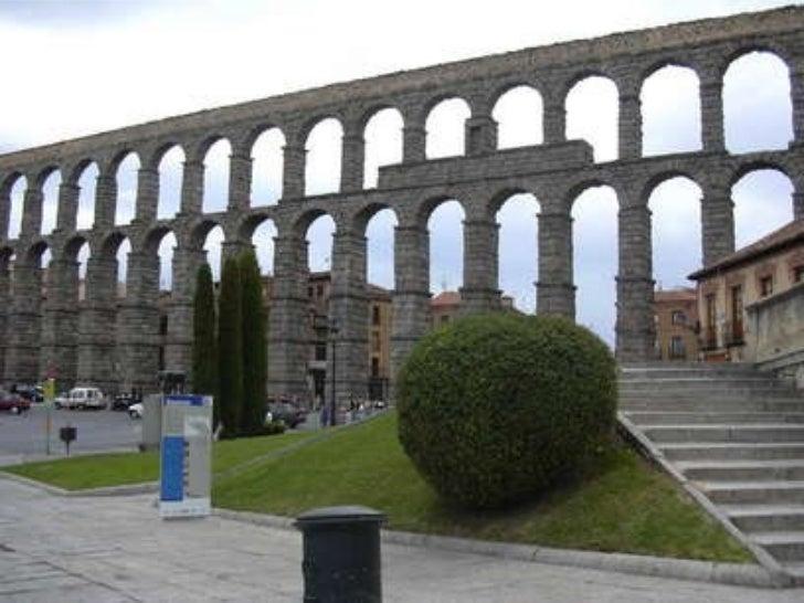 MONUMENTS ARQUITECTÒNICS <ul><li>És la civilització que ha deixat més monuments arquitectònics arreu d'Europa </li></ul>
