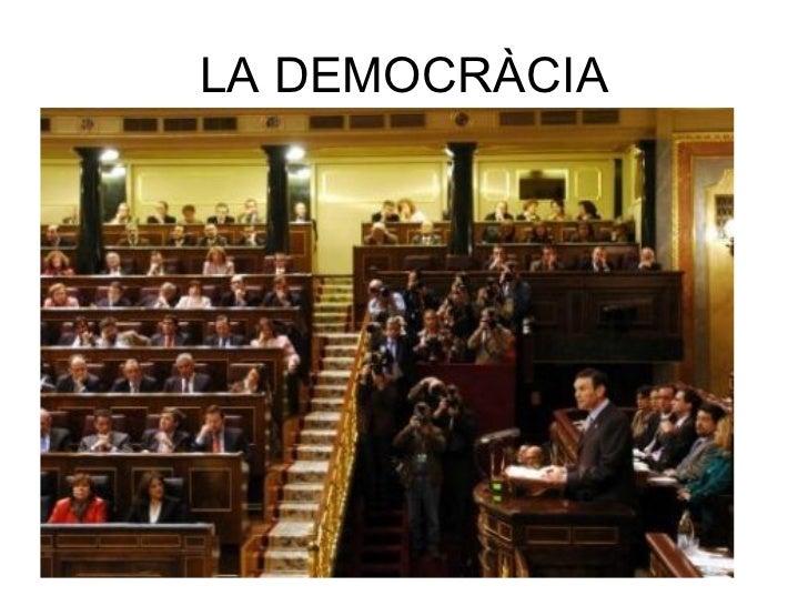 LA DEMOCRÀCIA <ul><li>Significa govern del poble i la van crear els grecs! </li></ul><ul><li>Els romans la van rebutjar! <...