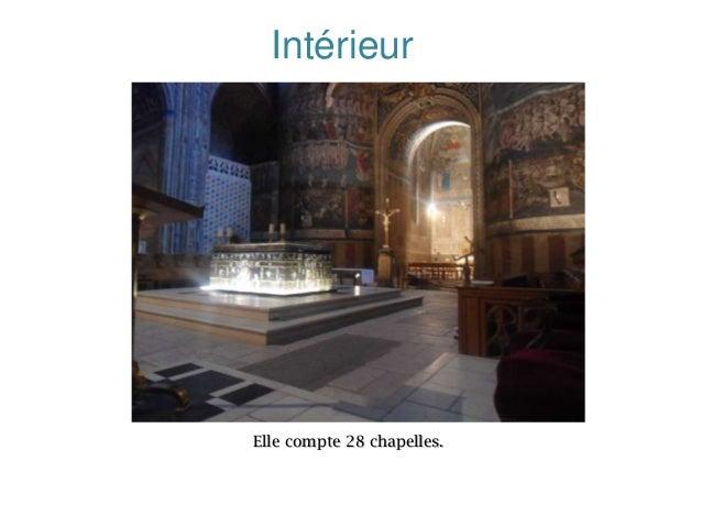 Intérieur  Elle compte 28 chapelles.