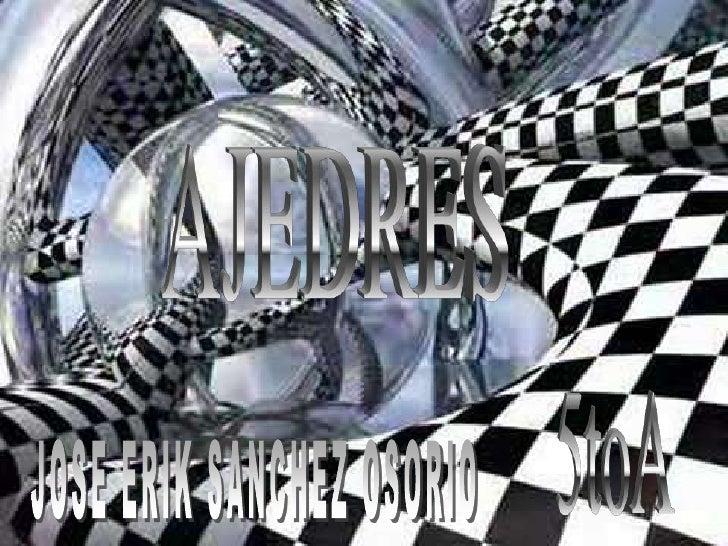 El ajedrez se juega entre dos jugadores; cada uno posee 16 trebejos o piezas, siendo las de un jugador de color claro, lla...
