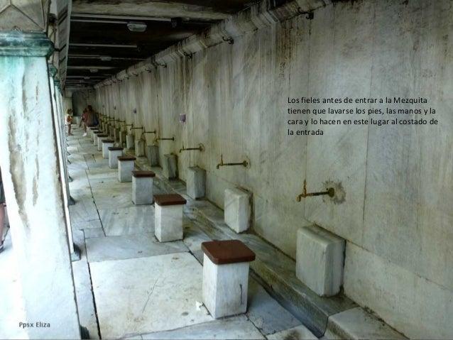 Los fieles antes de entrar a la Mezquita tienen que lavarse los pies, las manos y la cara y lo hacen en este lugar al cost...