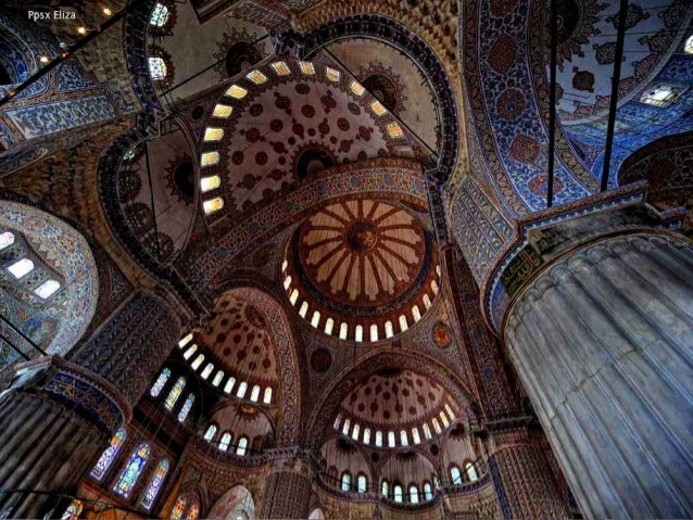 Los dos monumentos principales de Estambul: la Mezquita Azul y Santa Sofía están uno frente al otro, separados por una zon...
