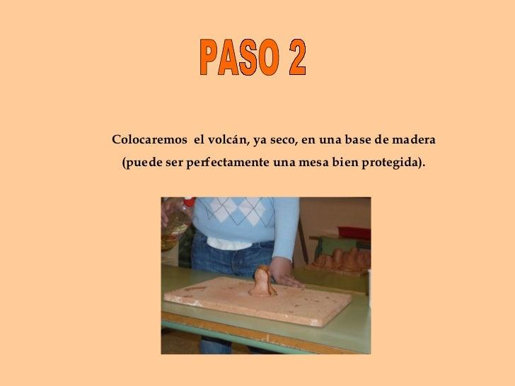 PASO 2 Colocaremos  el volcán, ya seco, en una base de madera (puede ser perfectamente una mesa bien protegida).