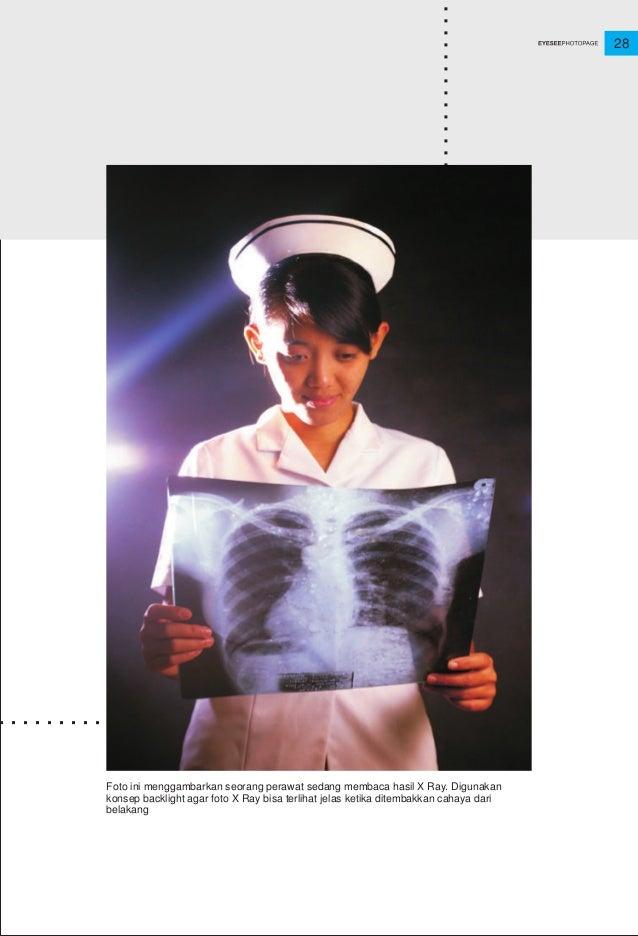 28 Foto ini menggambarkan seorang perawat sedang membaca hasil X Ray. Digunakan konsep backlight agar foto X Ray bisa terl...