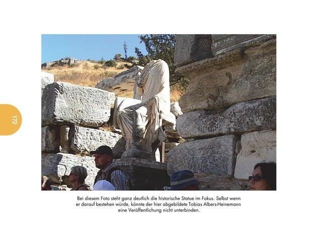 172      Bei diesem Foto steht ganz deutlich die historische Statue im Fokus. Selbst wenn      er darauf bestehen würde, k...