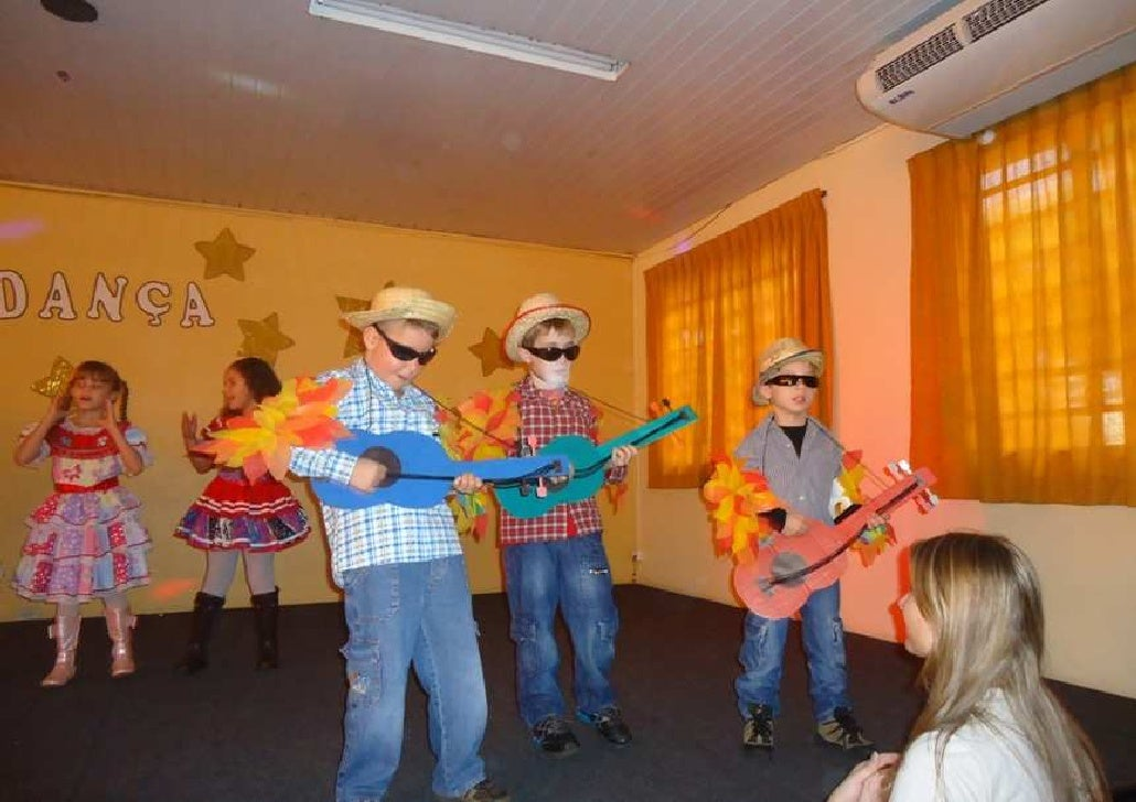 Festival de danças da escola monteiro lobato