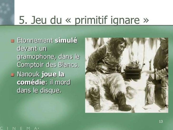 5. Jeu du « primitif ignare »   Etonnement simulé    devant un    gramophone, dans le    Comptoir des Blancs.   Nanouk j...