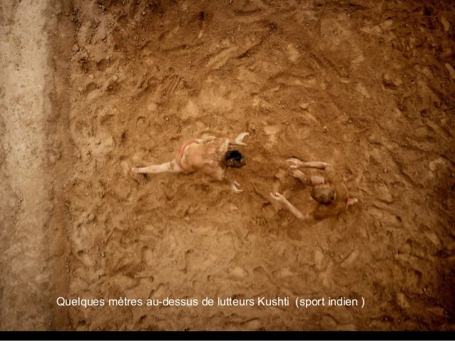 Quelques mètres au-dessus de lutteurs Kushti (sport indien )