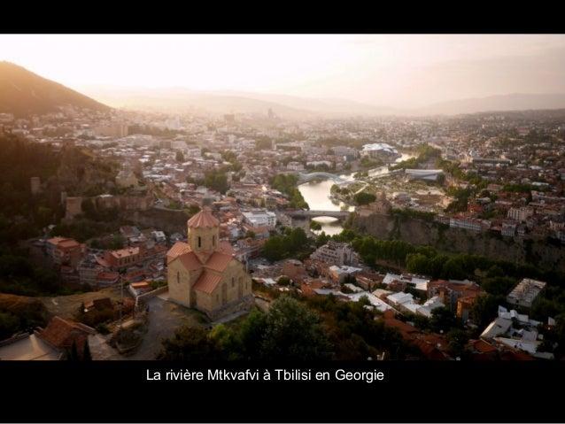 La rivière Mtkvafvi à Tbilisi en Georgie