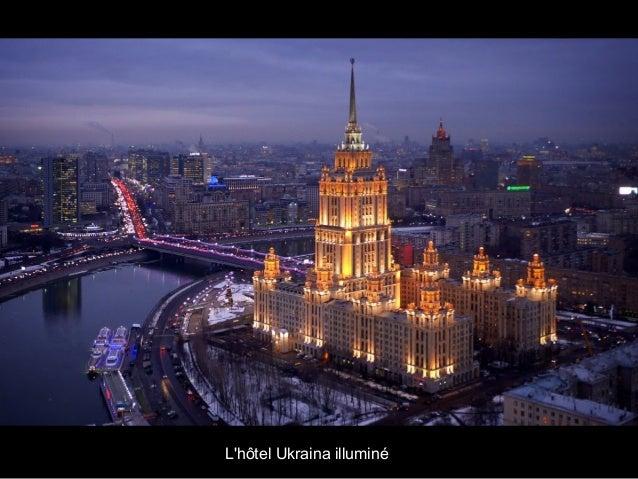L'hôtel Ukraina illuminé