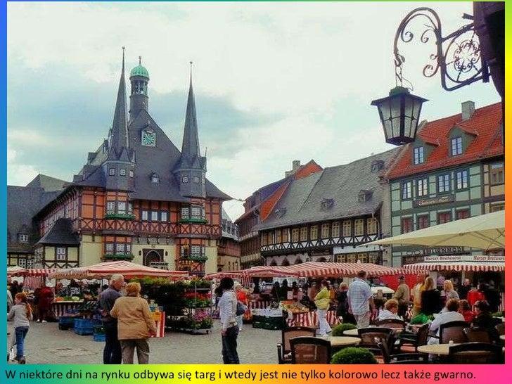 W niektóre dni na rynku odbywa się targ i wtedy jest nie tylko kolorowo lecz także gwarno.