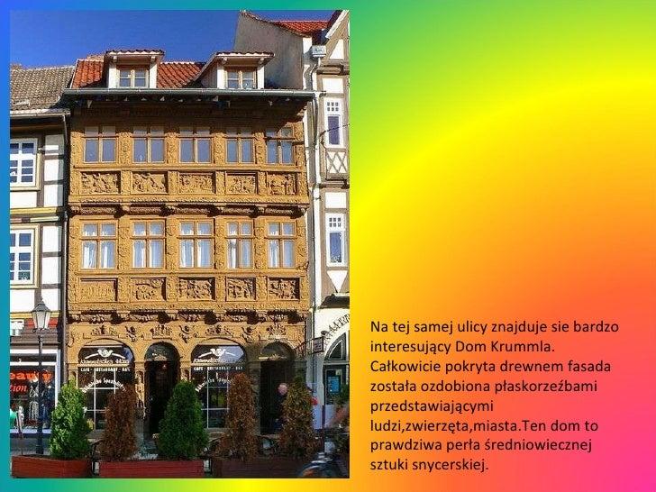 Na tej samej ulicy znajduje sie bardzo interesujący Dom Krummla. Całkowicie pokryta drewnem fasada została ozdobiona płask...