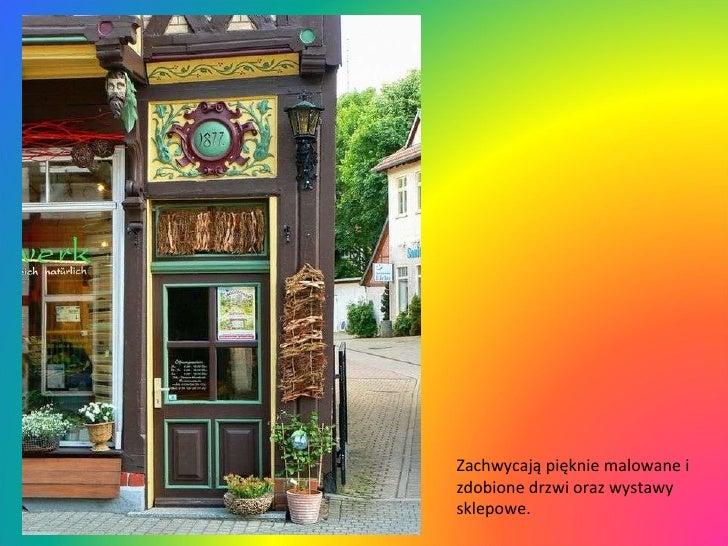 Zachwycają pięknie malowane i zdobione drzwi oraz wystawy sklepowe.