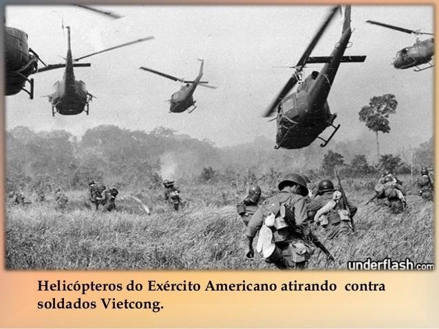 Um Helicóptero pulverizando vegetação com o Agente  Laranja.