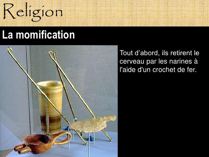 Religion La momification                   Tout d'abord, ils retirent le                   cerveau par les narines à      ...