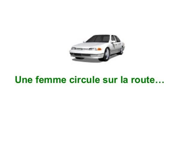 Une femme circule sur la route…