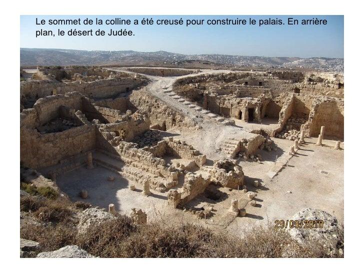 Le sommet de la colline a été creusé pour construire le palais. En arrière plan, le désert de Judée.