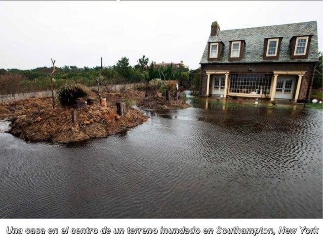 Una casa en el centro de un terreno inundado en Southampton, New York