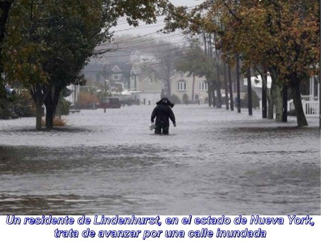 Un residente de Lindenhurst, en el estado de Nueva York,         trata de avanzar por una calle inundada