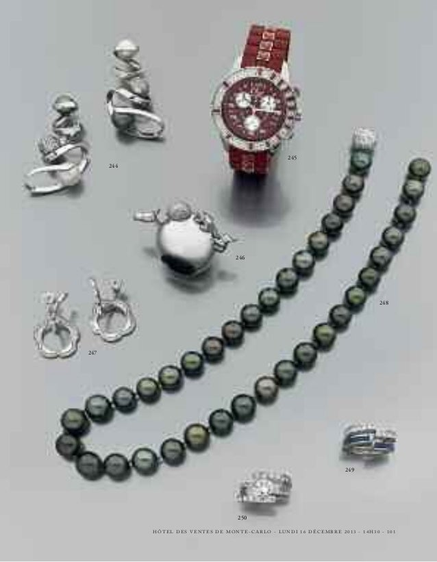 258  259 - BAGUE  en platine, sertie sur une corbeille ajourée de paniers stylisés d'un diamant rond de taille ancienne pe...