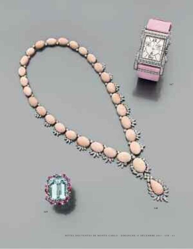 163 - PAIRE DE PENDANTS D'OREILLES  en or gris, formant un nœud composé de deux lignes arrondies de diamants retenant troi...
