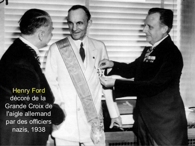 Henry Ford décoré de la Grande Croix de l'aigle allemand par des officiers nazis, 1938