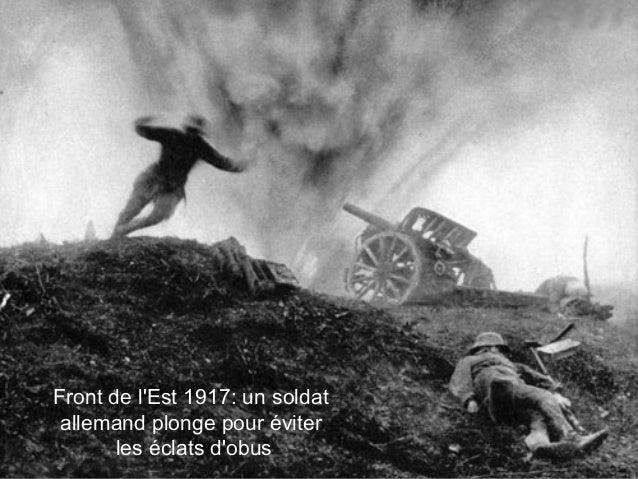 Front de l'Est 1917: un soldat allemand plonge pour éviter les éclats d'obus