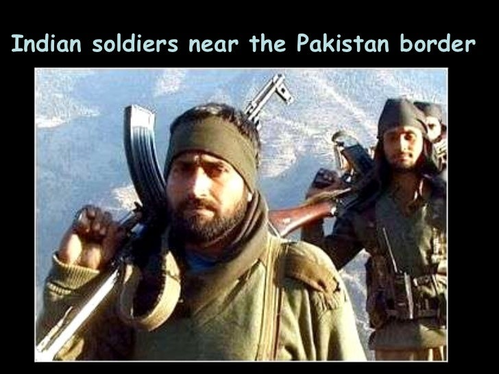 Indian soldiers near the Pakistan border