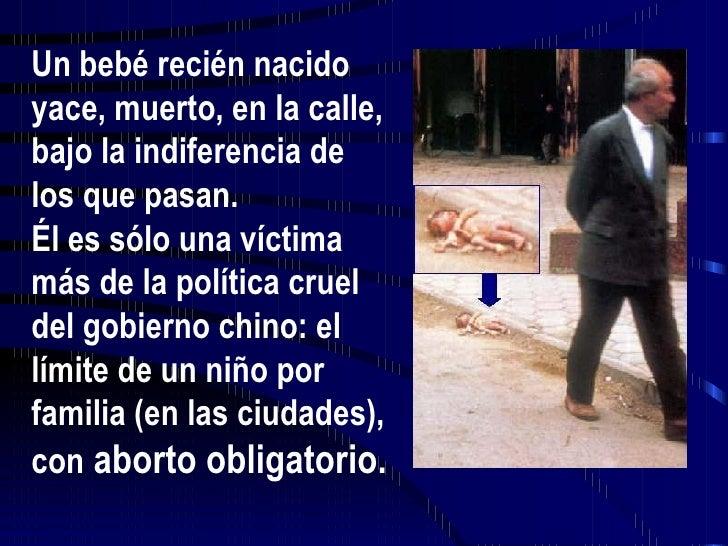 Un bebé recién nacido yace, muerto, en la calle, bajo la indiferencia de los que pasan. Él es sólo una víctima más de la p...