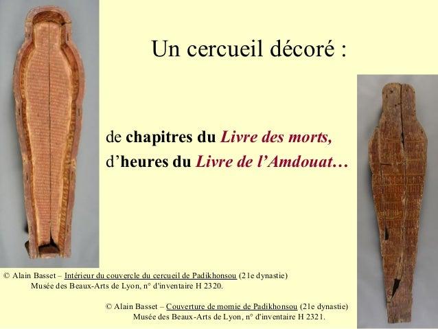 Un cercueil décoré : de chapitres du Livre des morts, d'heures du Livre de l'Amdouat… © Alain Basset – Intérieur du couver...